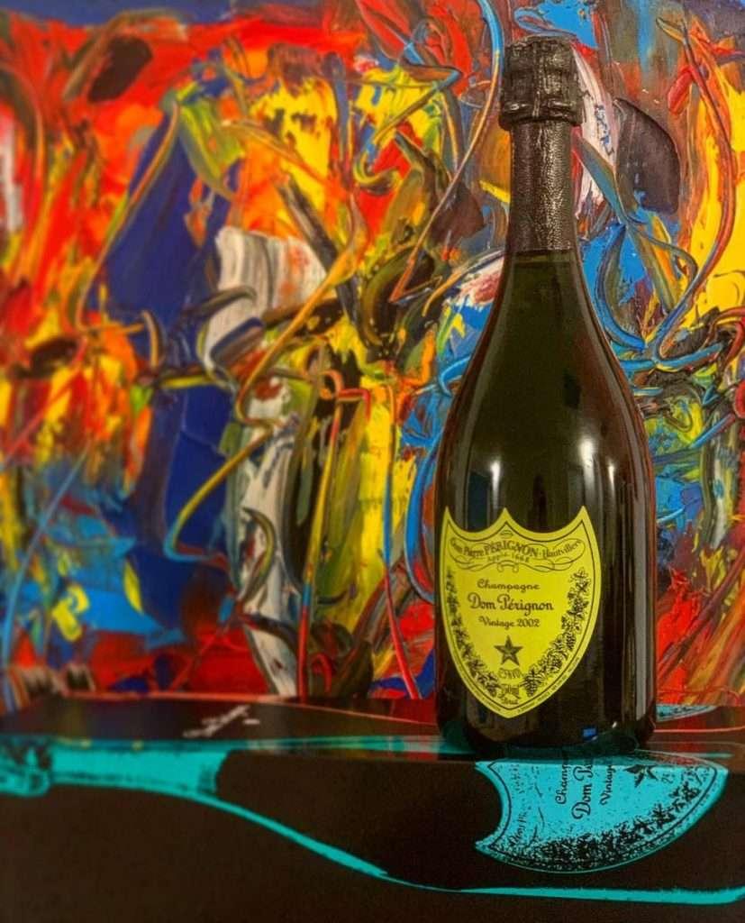 Tra detersivi, bottiglie della Coca Cola e minestre in scatola, al genio della Pop Art mancava giusto una bella bottiglia di Champagne: ci ha pensato Dom Pérignon