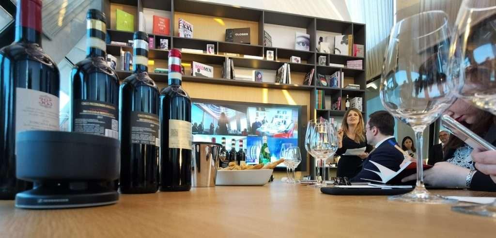 Grazie a Microsoft, gli enologi e gli esperti ci hanno guidato in teleconferenza con immagini e audio in alta definizione nel percorso di assaggio dei diversi vini.