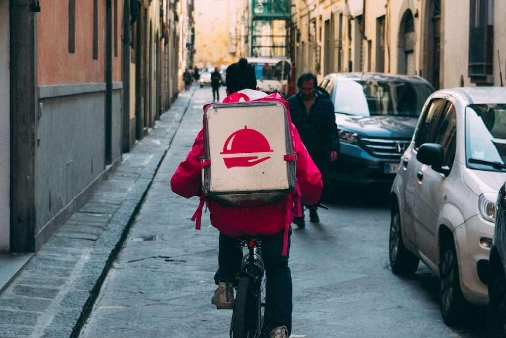 """""""Anche i ristoranti che tradizionalmente non erano abituati alla pratica del delivery hanno fatto di necessità virtù, modificando il loro modo di lavorare"""" (Roberto Calugi sui mutamenti nell'anno della pandemia)"""