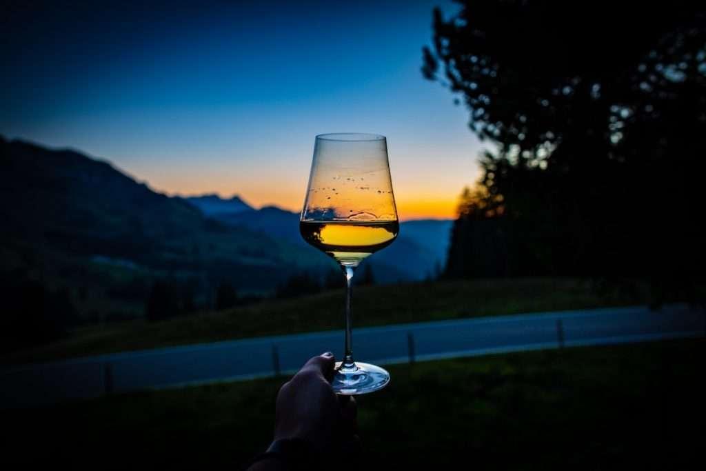 Circa il 70% del campione coinvolto nell'indagine si dimostra sensibile nei confronti dell'acquisto di vino locale per sostenere l'economia e le cantine del territorio