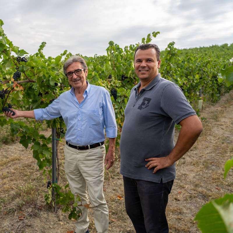 Da sinistra l'enologo Riccardo Cotarella e il presidente La Versa Andrea Giorgi, fautori del progetto qualità che ha rilanciato una tra le più storiche realtà cooperative dell'Oltrepò