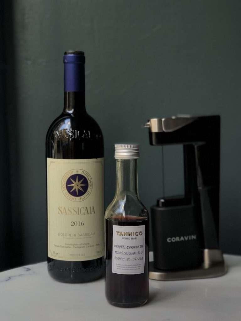 Nella selezione del Tannico Wine Bar, presente anche una sezione di vini rari delle cantine più leggendarie e delle annate storiche al calice – due nomi per tutti: Gravner e Sassicaia – spillate a rotazione con il sistema di mescita Coravin