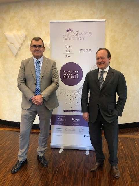 Il nuovo format di evento wine2wine Exhibition è stato presentato dai vertici di Veronafiere, il presidente Maurizio Danese a sinistra) e il direttore generale Giovanni Mantovani