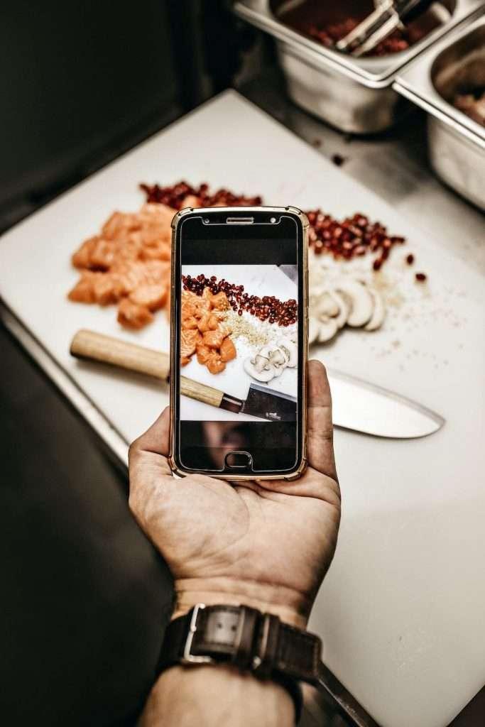 Early dinner significherebbe un cambio radicale delle abitudini: qualcosa che recenti studi indicherebbero salutare a livello nutrizionale