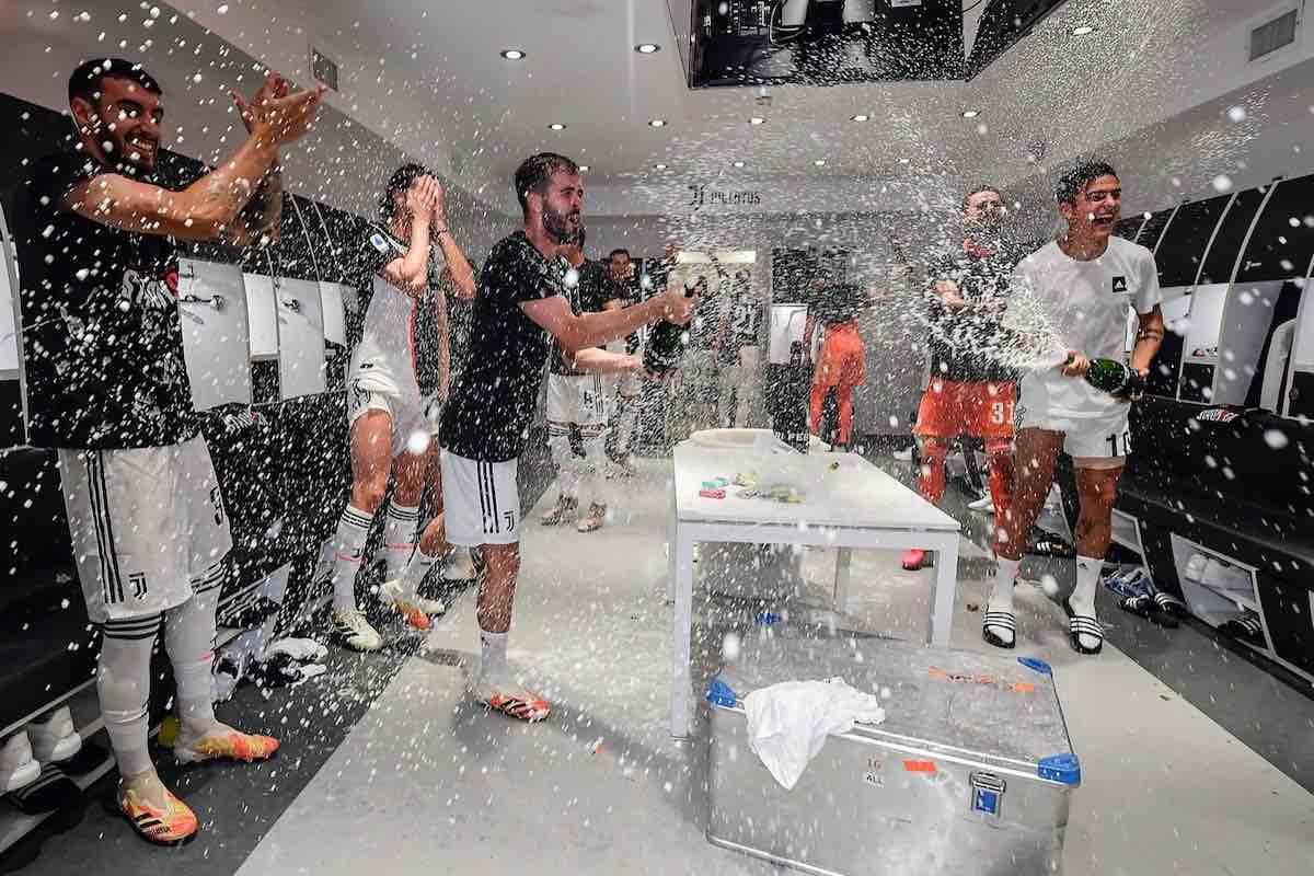 La bollicina dei Campioni d'Italia: la Juventus festeggia con il Maximum Blanc de Blancs Ferrari lo scudetto