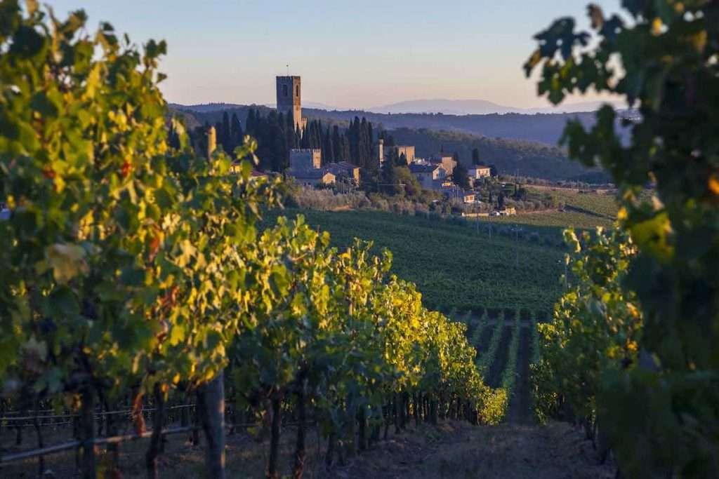 La tenuta di Badia a Passignano, borgo medievale di straordinaria bellezza, dove è possibile visitare le antiche cantine situate sotto il Monastero