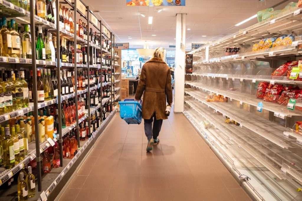 Conseguenza del lockdown, nel 2020, le vendite di vino nel canale off-trade (quindi Gdo e retail) sono cresciute del 7% a valori e del 5,7% a volumi rispetto al 2019.