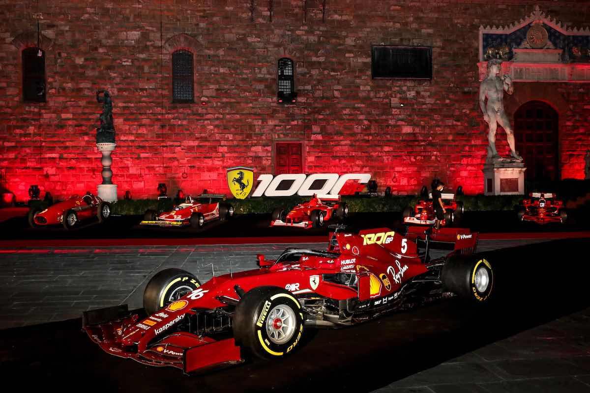 Un brindisi alla velocità: il cavallino rampante celebra 1000 Gp in Formula 1 con le bollicine Ferrari