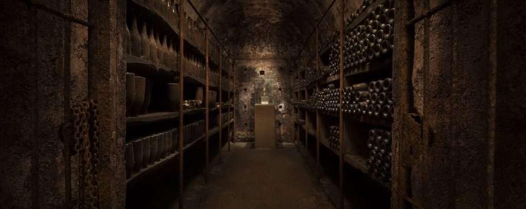 La storia di Berlucchi è la storia del Franciacorta: la prima bottiglia della Denominazione nacque nella cantina dell'azienda di Corte Franca, nel 1961