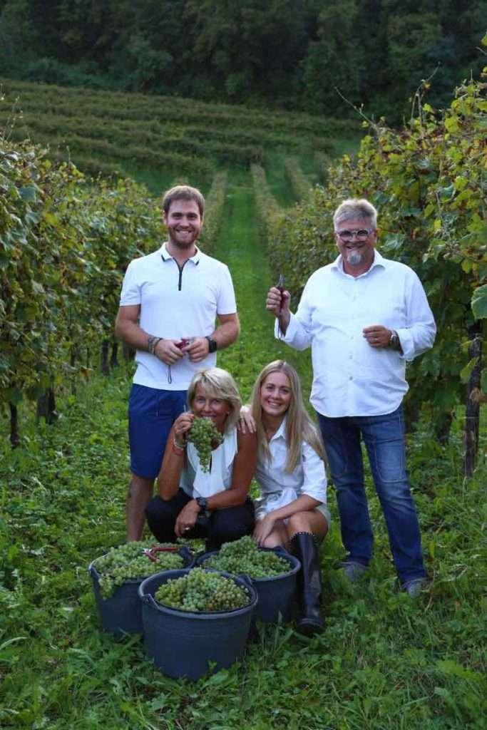 La famiglia Balbinot: Ernesto e Silvana insieme con il futuro di Le Manzane, i figli Marco e Anna