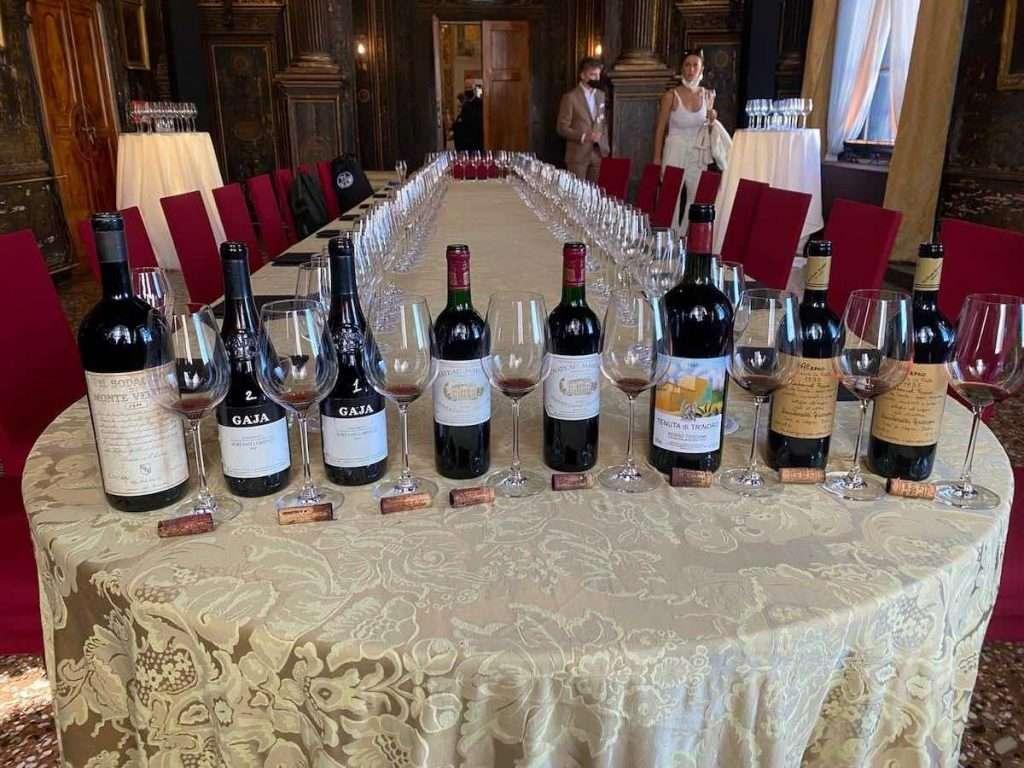 Un viaggio da sogno, quello targato Oeno, all'insegna di quattro vini che rappresentano l'eccellenza italiana e uno dei più grandi francesi di sempre