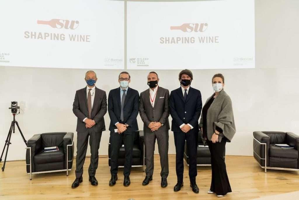 Un'istantanea dall'apertura di Shaping Wine alla Milano Wine Week, con Federico Gordini, Roberta De Sanctis, Andrea Rea, Gianmaria Verona e Giuseppe Soda