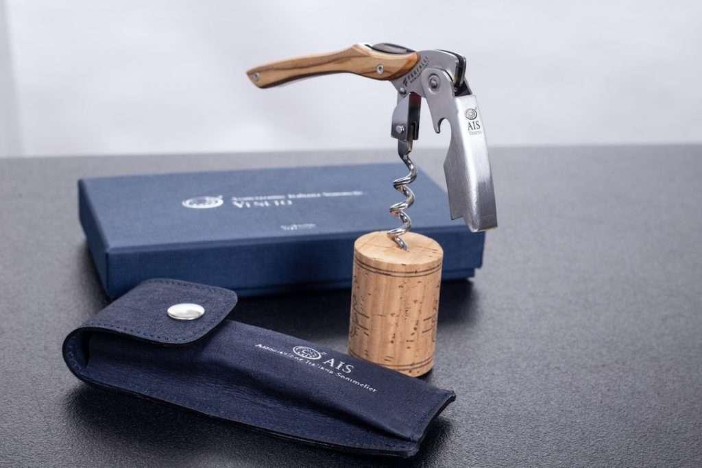 Nel nuovo store online dei sommelier di Ais Veneto tanti prodotti solidali, come Vaja, cavatappi d'autore in edizione limitata con un esclusivo meccanismo d'estrazione