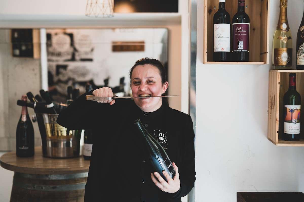 """WineCouture Meets Valentina Bruno: """"Il mondo del vino lo muovo (anche) io"""", la sommelier enotecaria"""