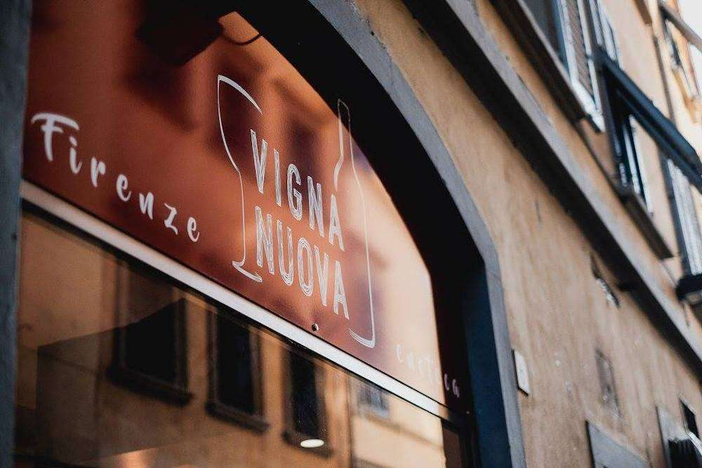 L'esperienza di Enoteca Vigna Nuova nasce a Firenze nel 2018: oggi il locale di Valentina Bruno è un importante punto di riferimento del buon bere nella città del giglio