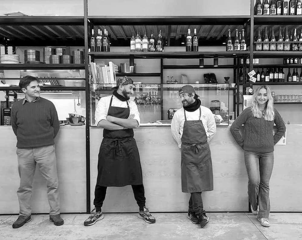 Primo da sinistra, Lorenzo Castellini, ideatore del format, ci ha condotto alla scoperta di Degustazione, ristoro, dispensa
