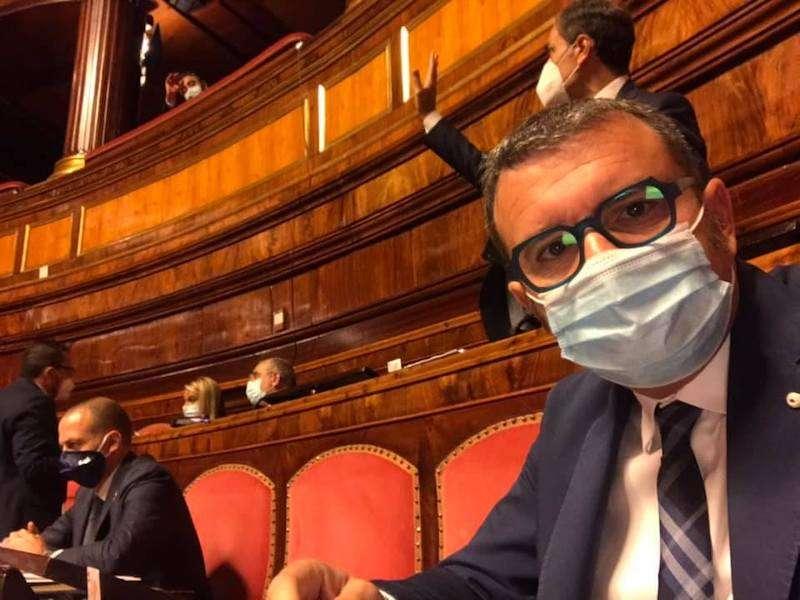 """L'ex ministro Centinaio assicura battaglia in Senato per le enoteche """"discriminate"""""""