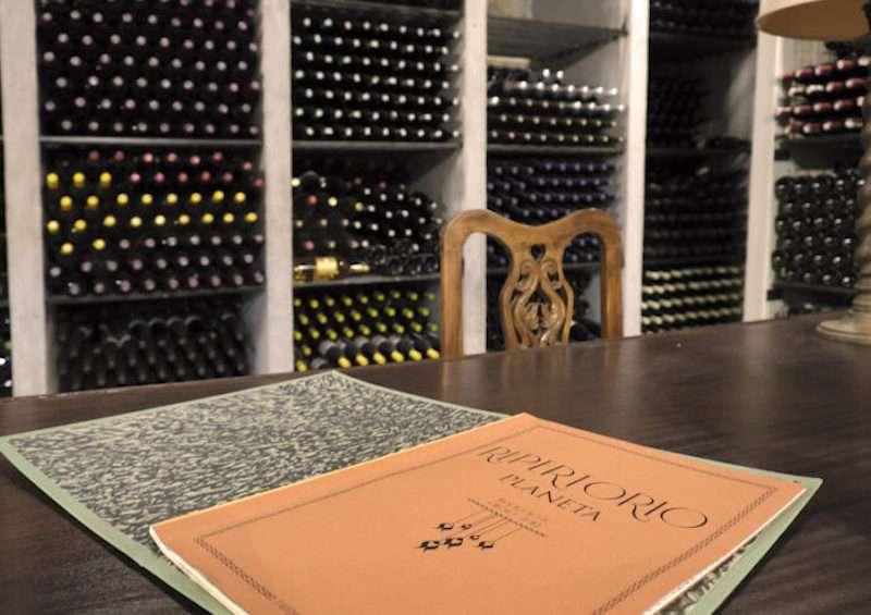 L'iscrizione al wine club Repertorio 1694 ha validità di 12 mesi e prevede l'accesso a una selezione di annate storiche in speciali cassetta di legno