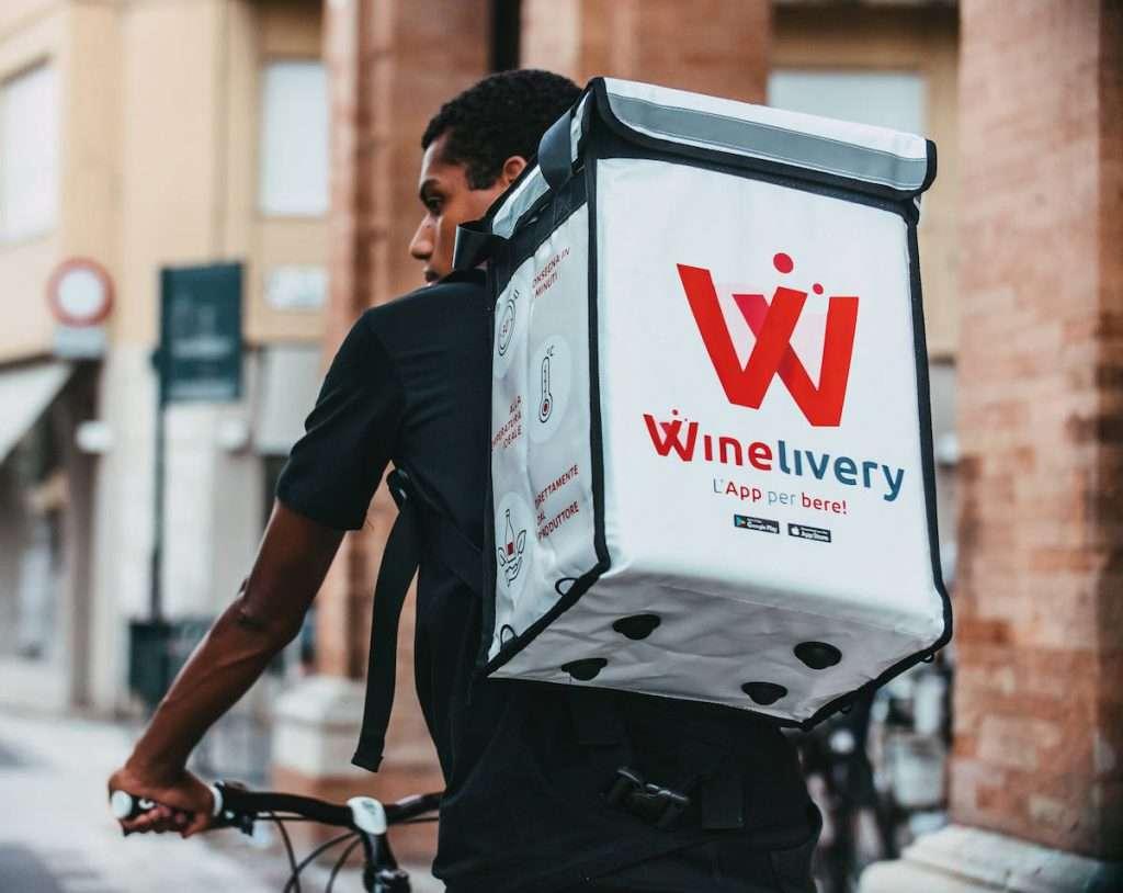 """Dal 29 marzo fino al 5 aprile basta scaricare l'app di Winelivery, accedere alla selezione """"Pasqua Solidale"""" e scegliere i prodotti con il bollino Enpa."""