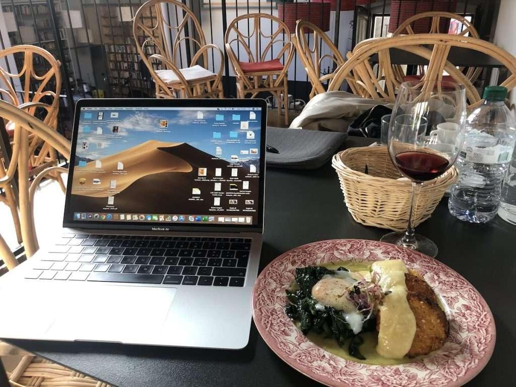 Piccola Cantina Moulinski non si limita a essere soltanto locale di somministrazione, ma è anche un negozio online ed offre un servizio di take away e di delivery