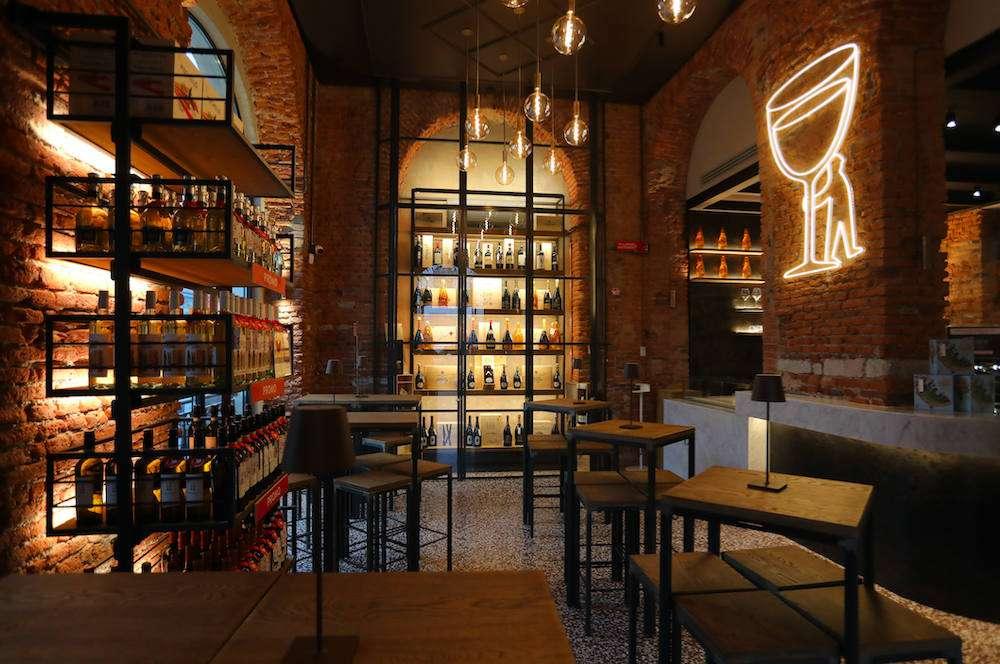 Store numero 20 per Signorvino, con la nuova splendida location in zona Navigli a Milano