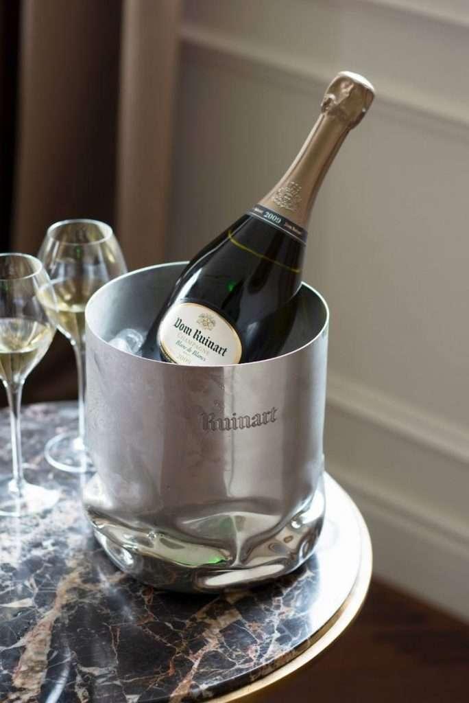 """Dom Ruinart è un 100% Chardonnay, """"super selezione"""" delle uve di quelli che sono considerati i migliori villaggi Grand Cru a bacca bianca"""