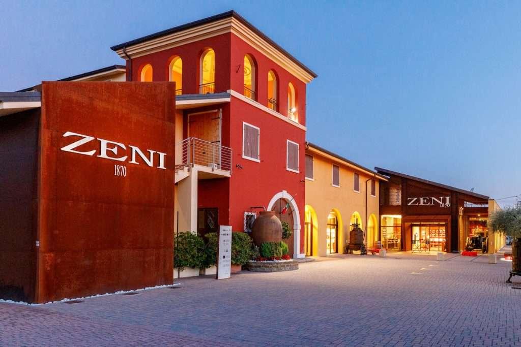 Simbolo della viticoltura gardesana, la realtà guidata dalla famiglia Zeni estende la sua produzione fin nella Doc Valpolicella