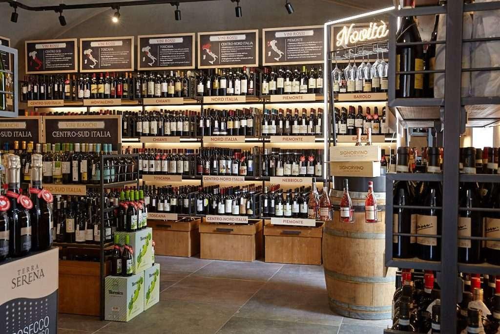 Saranno store dove non è prevista la proposta di ristorazione i nuovi hub del gusto italiano firmati Signorvino