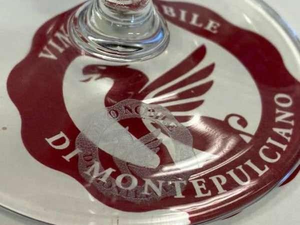 """Vino Nobile di Montepulciano: on line il sito """"a glass of beauty"""""""