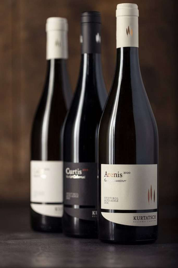 Il trio della linea Selection - lo Chardonnay Caliz, il Merlot Cabernet Curtis e il nuovo arrivato Gewürztraminer Arenis – rappresenta l'apice di una crescita costante nella consapevolezza dei diversi terroir e delle loro gestione
