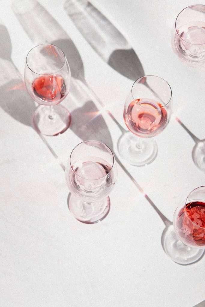 Tutti i perché di una notizia che non c'è: quella sul vino senza alcol
