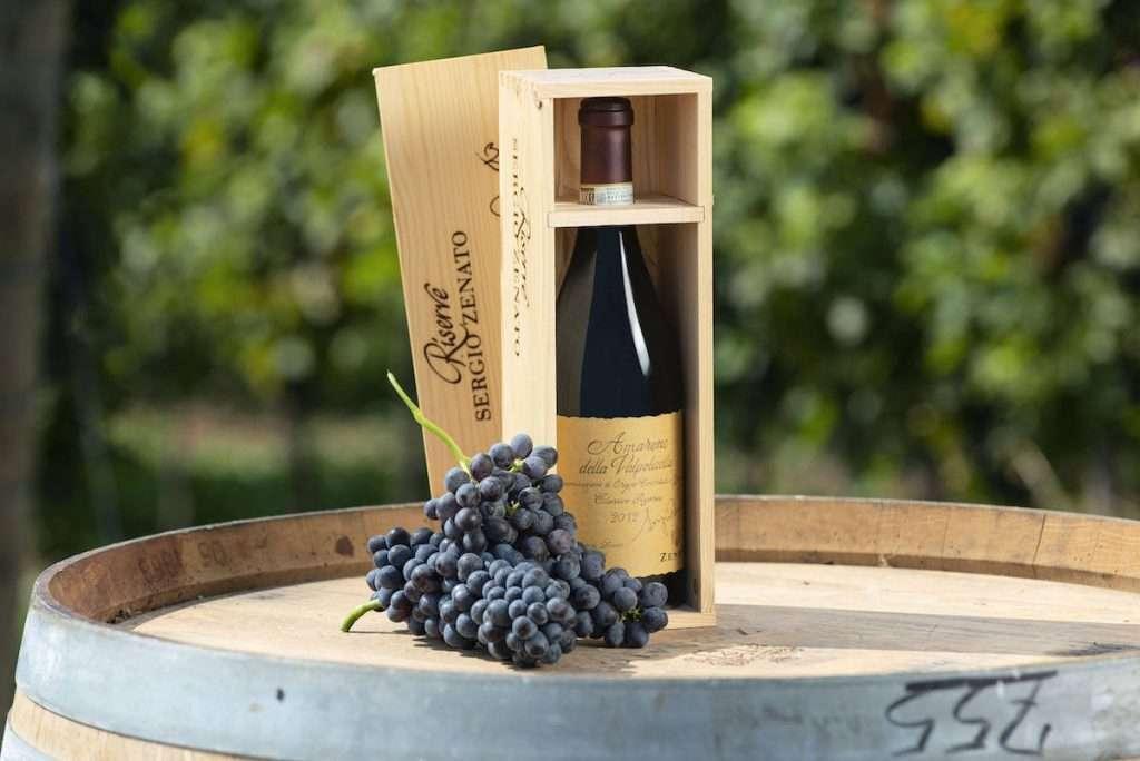 James Suckling ha inserito l'Amarone Riserva Sergio Zenato 2015 tra i primi 100 vini d'Italia 2020, assegnandoli 98 punti