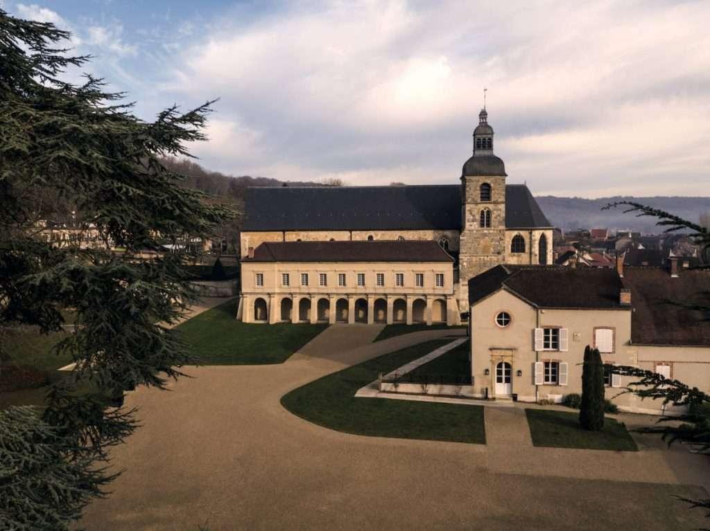 In diretta dall'Abbazia di Hautvillers, Vincent Chaperon ci presenta in anteprima la nuova annata di Dom Pérignon 2012 in uscita il prossimo settembre