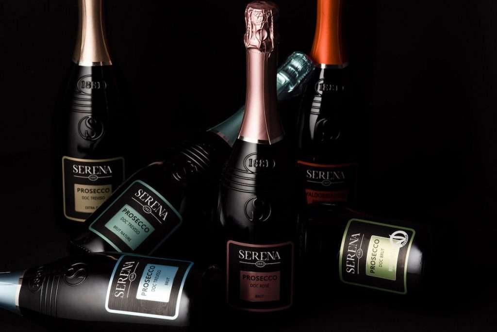 Il nuovo brand Serena 1881 si pone l'obiettivo di veicolare i valori fondanti dell'azienda, legando l'anno di fondazione e le cinque generazioni alla guida di Serena Wines 1881
