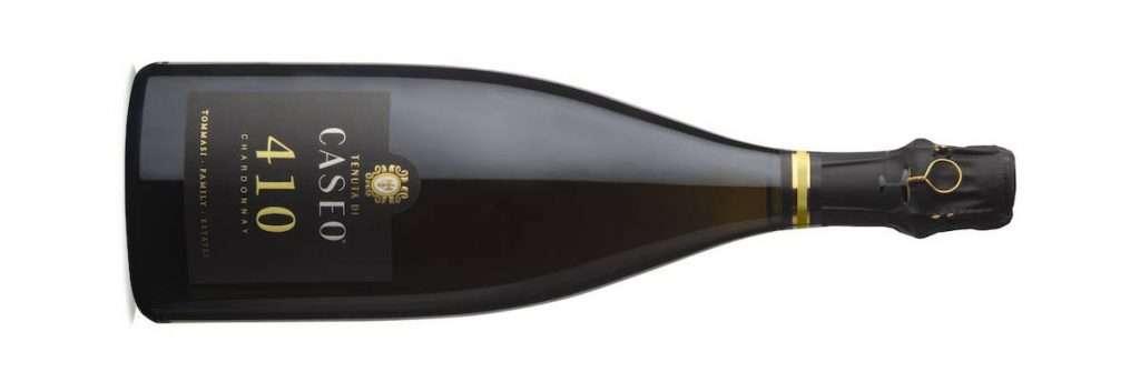 410 Chardonnay Metodo Classico Brut è invece prodotto con uve Chardonnay in purezza, millesimato 2017 con affinamento di 36 mesi sui lieviti