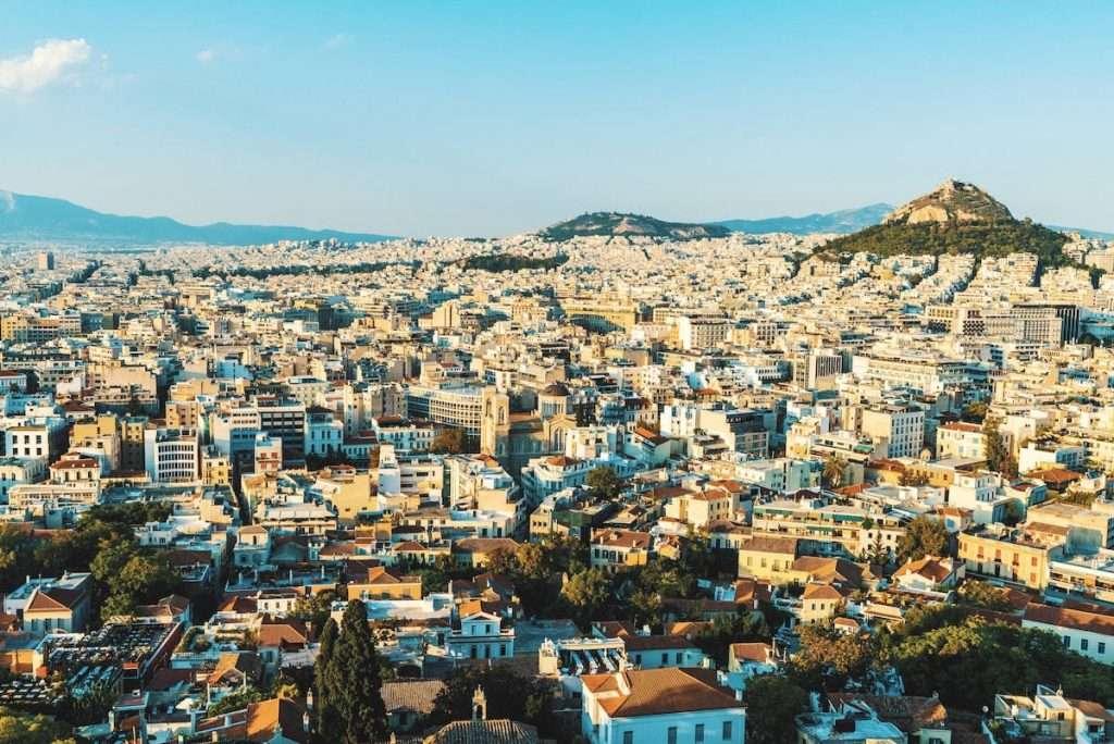 Sono più di 4.000 bottiglie, che risalgono al XIX secolo, rinvenute e ritrovate nella dimora che fu della famiglia reale greca alle porte di Atene
