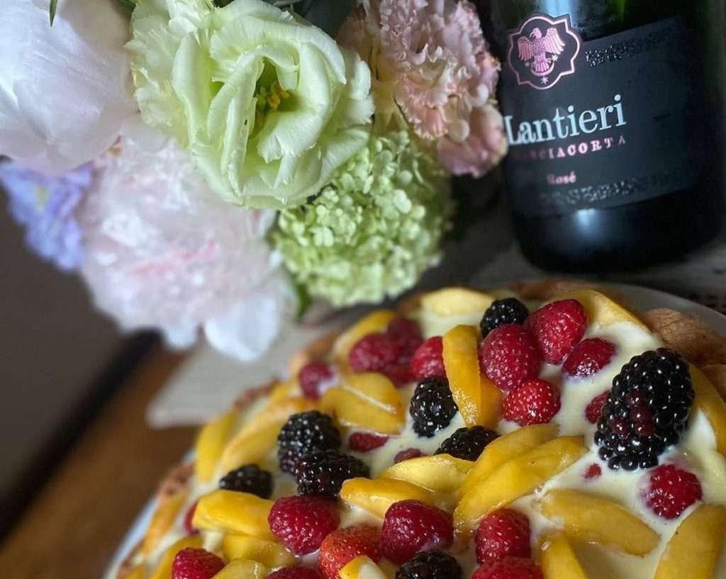 Ciascun piatto del ristorante guidato  dallo chef Paolo Zanardi, presentato con cura e raffinatezza, viene accompagnato dai pregiati Franciacorta della Cantina Lantieri