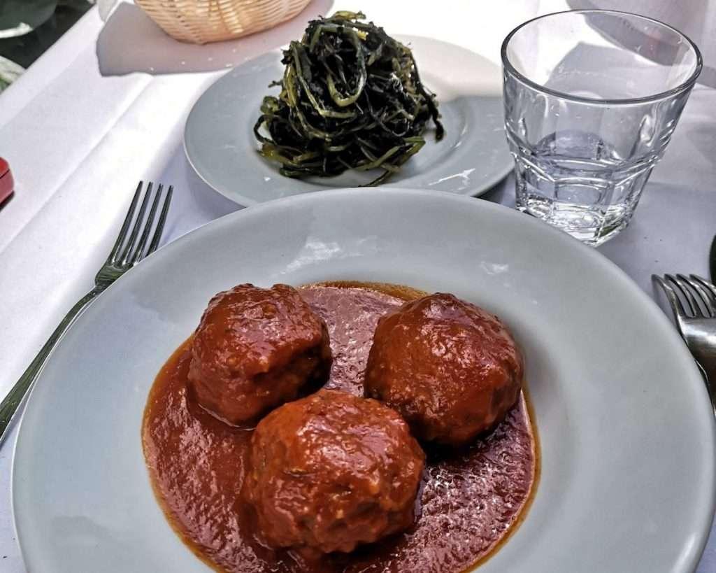 Da Flavio al Velavevodetto a Testaccio si sperimenta la vera cucina di Roma supportati da una carta vini che riserva più di una sorpresa