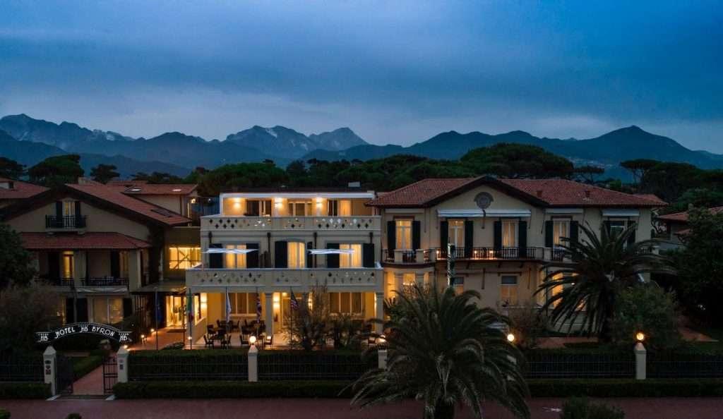 Una cena speciale a quattro mani è quanto si svolgerà giovedì 22 luglio alle ore 20,30 nell'elegante cornice dell'Hotel Byron in Versilia