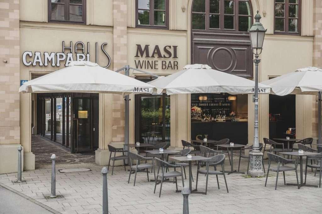 Fino a 82 ospiti all'esterno per il Masi Wine Bar Munich, mentre all'interno i coperti sono 42