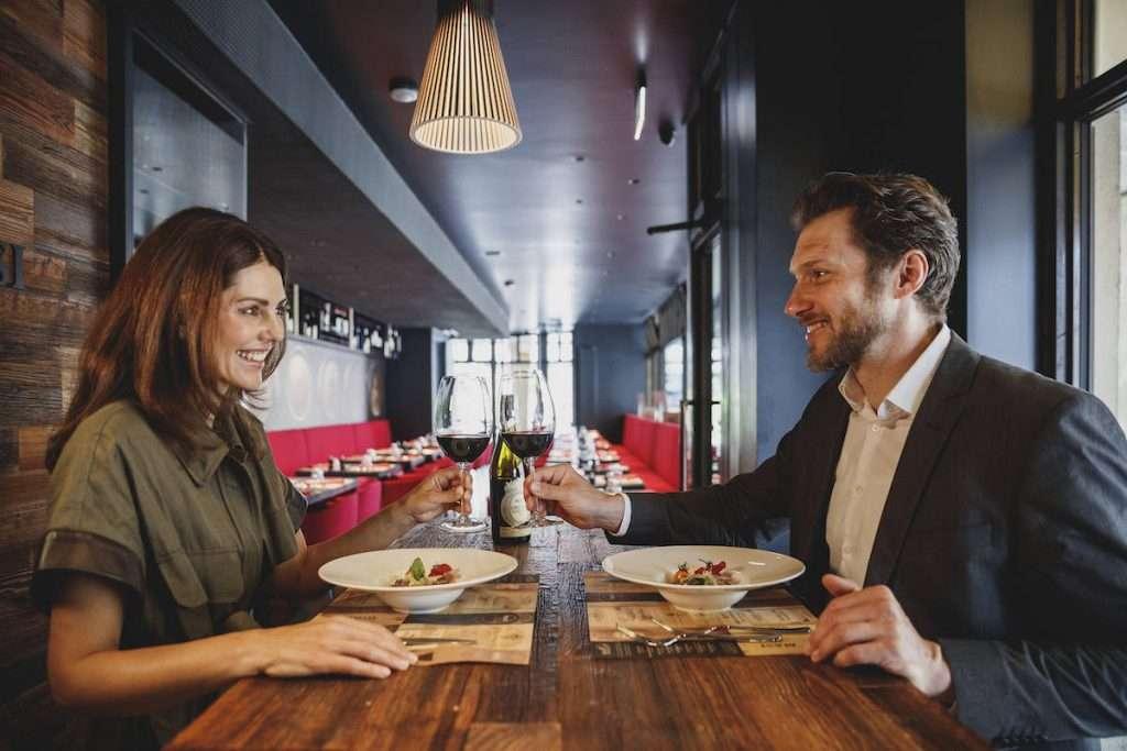 """Con il Masi Wine Bar Munich, il buon vino e la gastronomia tricolore conquistano il contesto raffinato e glamour di uno dei centri nevralgici della """"dolce vita"""" in salsa bavarese."""
