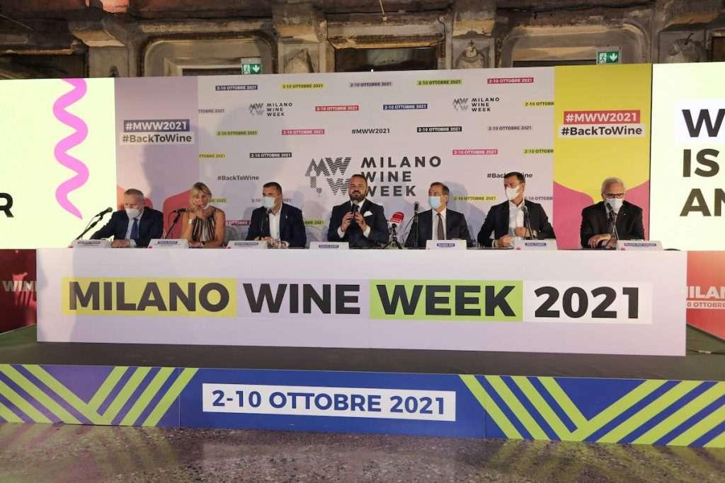 """Importanti i nomi intervenuti alla presentazione della Wine Week 2021, facendo capire che la """"candidatura"""" di Milano come primo protagonista nel mondo del vino si fa sempre più di peso"""