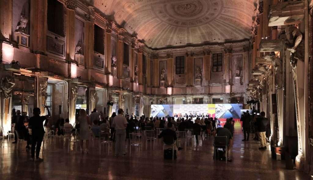 Appuntamento nella Sala delle Cariatidi, al cuore del Palazzo Reale, per la presentazione, ieri, della Milano Wine Week 2021