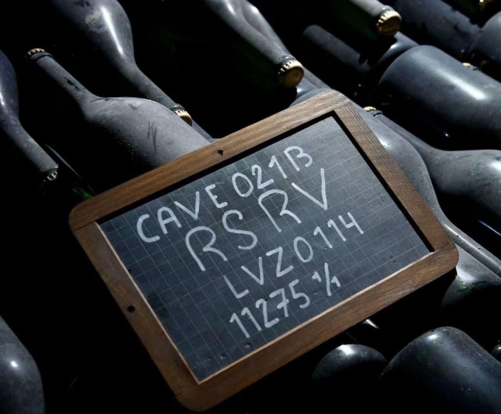 Mumm Rsrv Blanc de Noirs è parte di una collezione che evoca l'antica tradizione, risalente a 200 anni fa, di riservare le migliori cuvée agli amici e agli estimatori