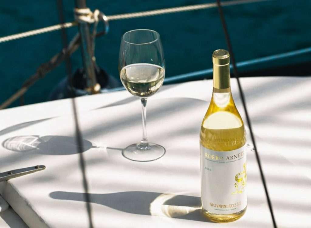 Prodotto in 18mila bottiglie, l'Arneis Giovanni Rosso ha già conquistato le località di mare più chic