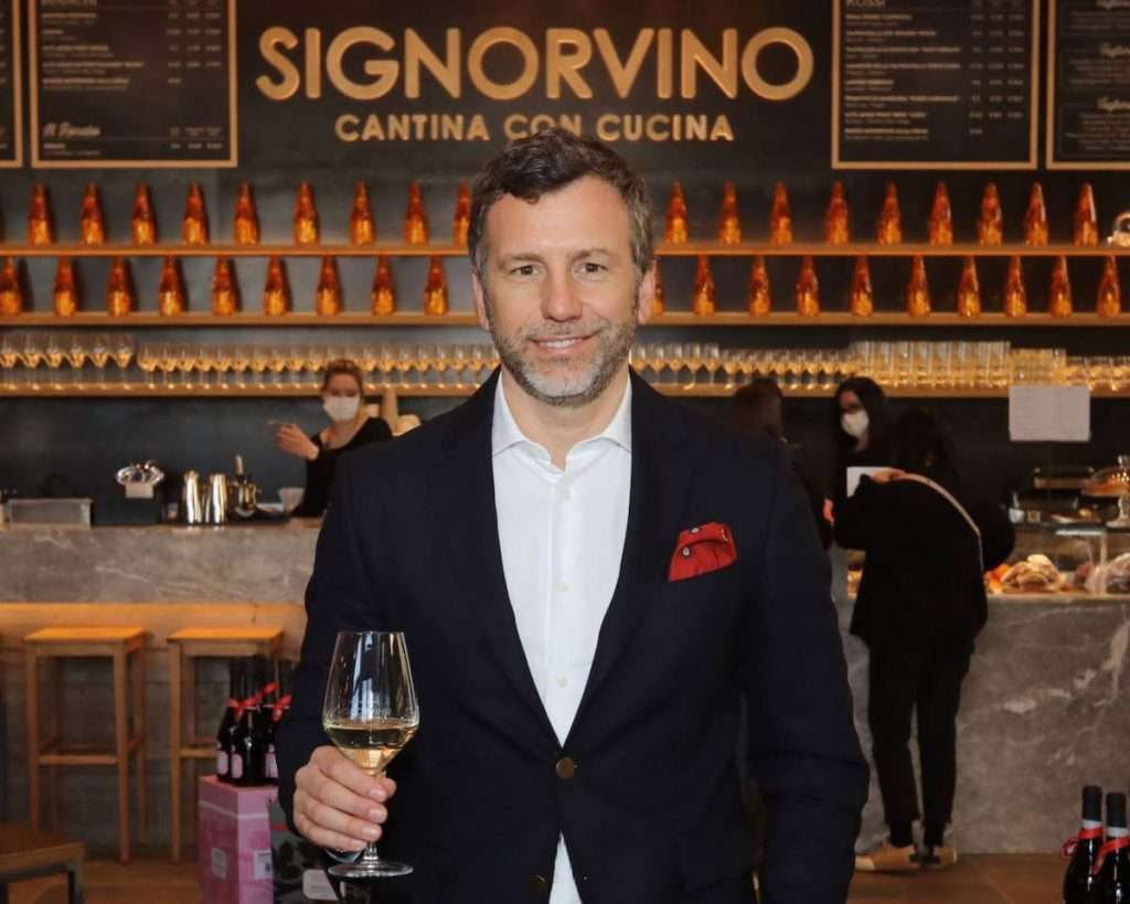 Fin dal lancio di Dorsorosso, nel 2017, Signorvino è stato in prima fila nel sostenere questo importante progetto a difesa di alberello pugliese, spiega il brand manager Luca Pizzighella