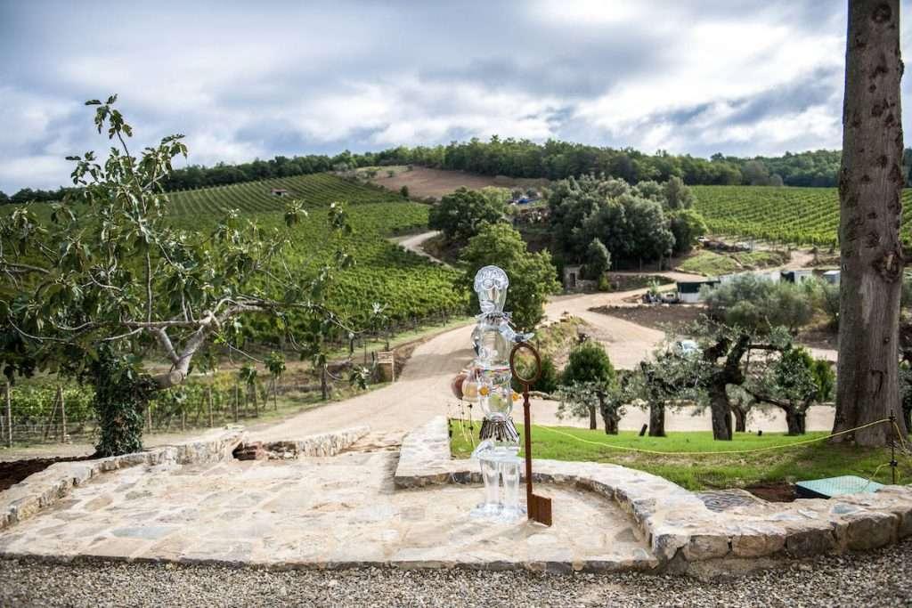 A inaugurare il percorso artistico di Tenuta Casenuove è stato Pascale Marthine Tayou con le sue sculture di cristallo
