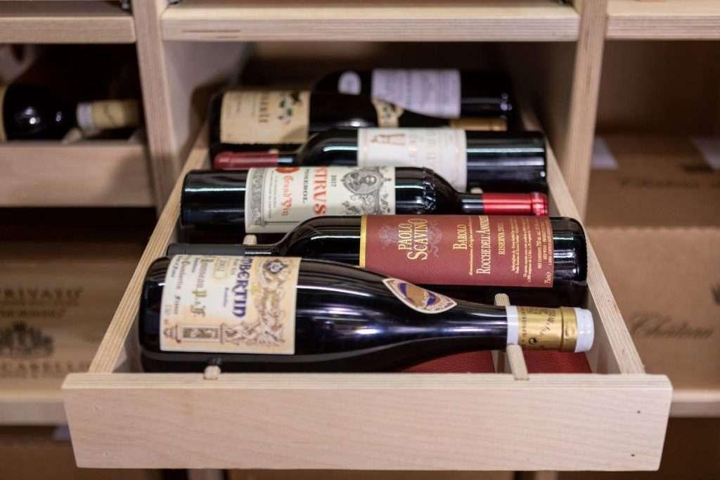L'intero caveau di WineTip garantisce una temperatura di 15 gradi e un'umidità pari al 70%, per una perfetta conservazione delle etichette.
