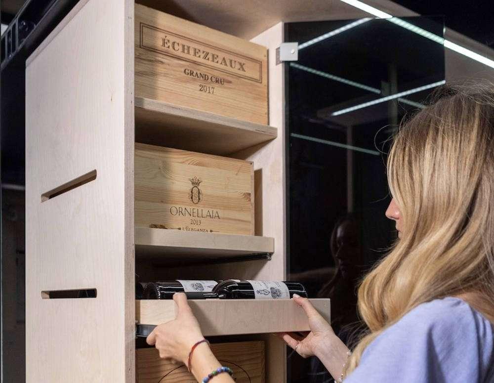 La vault di WineTip è un vero e proprio caveau a temperatura e umidità controllate, composto da 90 wine locker e tre wine room