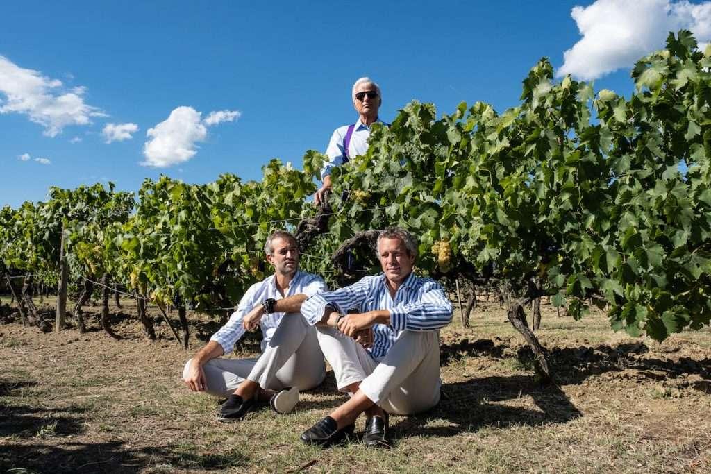 Oreno esprime al meglio il territorio e la stessa idea di vino della famiglia Moretti Cuseri: qui Alberto, Antonio e Amedeo